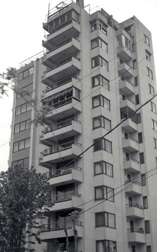 <p><strong>10.</strong> Tayman Apartmanı, Fenerbahçe<br />  Kaynak: Ayhan Tayman  Arşivi</p>