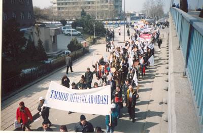 <p>Mimarlar demokratik ve  mesleki haklarına sahip çıkmak için çeşitli toplumsal gösterilere katılmışlardır.</p>