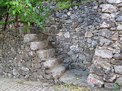 <p><strong>10.</strong> Yol-Bahçe Duvarı, Kemaliye</p>