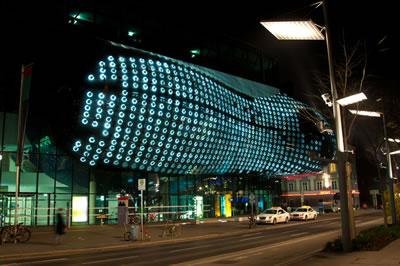 "<p><strong>10.</strong> Kunst House Graz <br />Kaynak: 2005, ""BIX Matrix Realities: United Kunsthaus Graz Austria"", 4D Space: Interactive Architecture özel sayısı içinde, AD, cilt:75, sayı:1, Ocak-Şubat 2005, s.83"