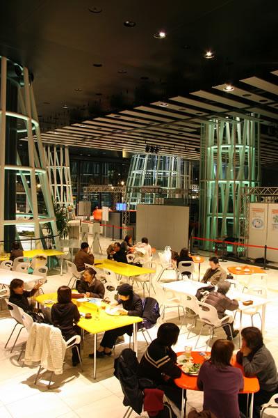 <p><strong>10. </strong>İç  Mekân Görünümü<br />Kaynak: Toyo Ito & Associates, Architects