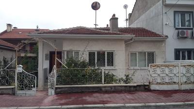 <p><strong>10. </strong>Memur Evleri Sokak Cephesi</p>