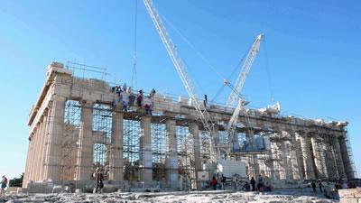 <p><strong>10.</strong> Komşumuz Yunanistanda Acropolisin Parthenonunda  iyileştirme çalışmaları sürerken alan ziyarete açık kalabiliyor.</p>
