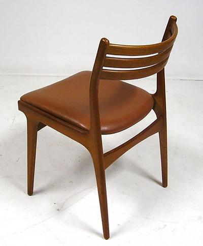 <p><strong>10. </strong>Johannes Andersenın  1960 larda tasarladığı tik sandalye,http://shophoopers.ca/products/1960s-johannes-andersen-teak-dining-chairs-set-of-6