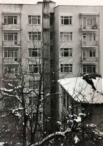 <p><strong>10.</strong> Birlik Evlerinin arka  cephe görünüşleri<br />   Kaynak:  Tapu Kadastro Arşivi</p>