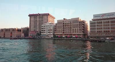 <p><strong>10.</strong>Bur  Dubai Bölgesinde su kıyısının genel görünümü</p>
