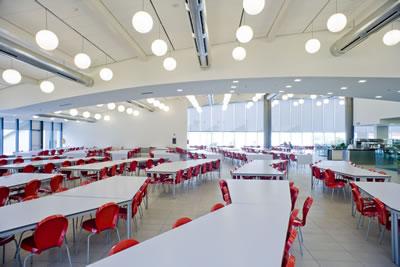 <p><strong>10.</strong> Ferrari Maranello  Yerleşkesi restoran binasından bir görüntü<br />   Fotoğraf:  D. Vicario, Kaynak: www.archdaily.com/398355/ferrari-restaurant-marco-visconti  [Erişim: 30.07.2019]</p>