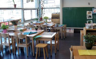 <p><strong>Resim  10.</strong> Antropometrik Tasarım Kavramının Hertzberger Okullarında Mekâna Yansımaları</p>