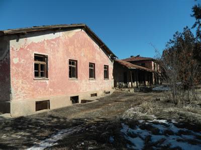 <p><strong>10a.</strong> Akçadağ Köy Enstitüsü okul binası, lojman ve planları</p>