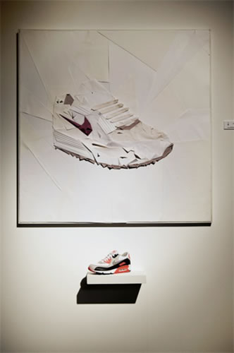 <p><strong>10a. </strong>Nike 1960,  Roma, 2008. <br />Kaynak: http://sneakhype.com/kicks/2009/09/nike-1960-temporary-store-in-rome.html, [Erişim: 09.09.2009]
