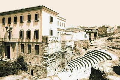 <p><strong>11. </strong>Luis Moya Blanco  (1904-1990) tasarımı Kültür Evinin bahçesindeki Málaga Antik Tiyatrosu oturma sıraları.<br />Kaynak: juntadeandalucia.es/culturaydeporte/rutasteatro/galeria_a/galeria_195.jpg [Erişim 03.01.2016]