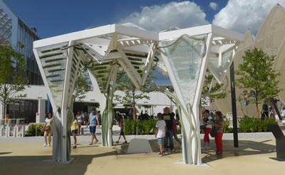 <p><strong>11.</strong> Besin üretmek amaçlı FBR projeleri - Biyogüneşlik,  ecoLogic Studio<br />   Kaynak:  Ayça Tokuç Arşivi, EXPO Milano, 4 Temmuz 2015</p>