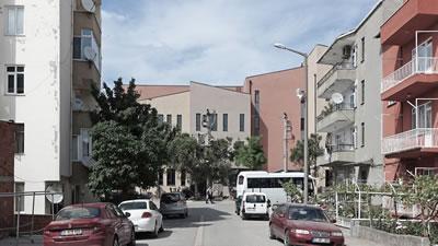 <p><strong>11.</strong> Konutların  bulunduğu Menderes Caddesinden yaklaşım<br /> Kaynak: BBMD</p>