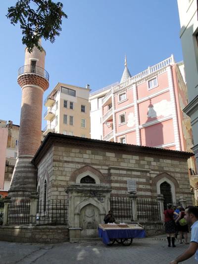 11. Bereketzade Mescidi, Galata, kıble cephesi (Fotoğraf: Zeynep Ahunbay)