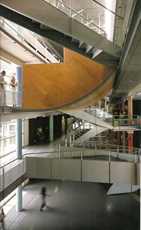 11. Montessori Kolej, Herman Hertzberger, Oost, 1999. (Kaynak: Detail 2003-3)