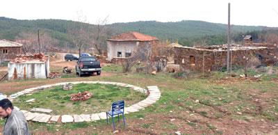 <p><strong>1.</strong> Köy meydanı<br />Kaynak: Güleryüz,  2012</p>