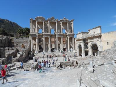 <p>Efes Antik  Kenti, Celsus Kütüphanesi<br />Fotoğraf:  Nevra Ertürk</p>