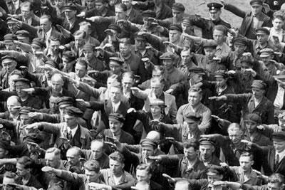 <p><strong>1. </strong>Hamburg  Limanı'nda bir tören, 1936.</p>