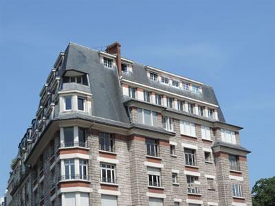 <p><strong>Resim 1.</strong> Paris'ten bir Mansard çatı örneği<br />Fotoğraf: İ. V. Alptekin</p>