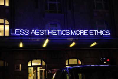<p><strong>1. </strong>Less Aesthetics More Ethics (Daha az estetik, daha çok etik)<br />Kaynak: www.flickr.com/photos/redbanshee/4846266327 [Erişim:01.12.2015]