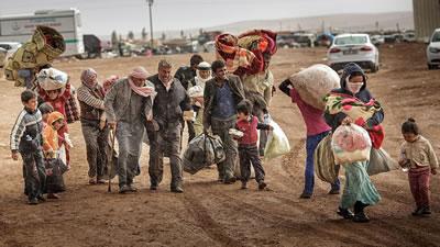 <p><strong>1.</strong> Türkiye sınırından  geçen mülteciler</p>