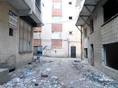 <p><strong>11.</strong>Terk  edilmiş Fikirtepe'de korkutucu yıkıntılar, Eylül 2015<br />  Fotoğraf: Dilek Özdemir</p>