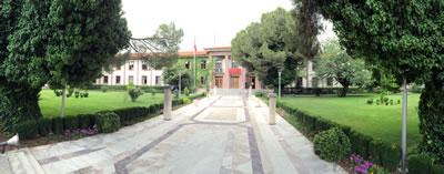 <p><strong>Resim  11.</strong> Hükümet Konağı'nı Cumhuriyet Meydanı'na bağlayan yaya yolu<strong></strong></p>