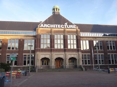 <p><strong>1. </strong>Delft Teknik Üniversitesi Mimarlık  ve Yapılı Çevre Fakültesi</p>