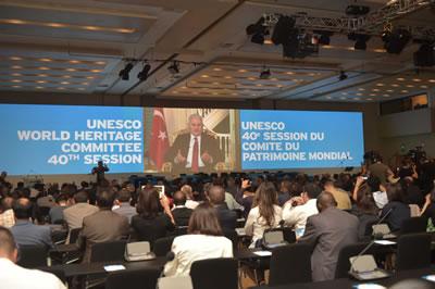 <p><strong>1. </strong>40. Dünya Miras Komitesi Açılış Oturumu, 10 Temmuz 2016,  İstanbul Kongre Merkezi<br />  Kaynak:  İstanbul Büyükşehir Belediyesi / Didar Yeşilyurt