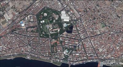 <p><strong>1. </strong>Kültürpark alanının kent dokusu içindeki yeri<br />Kaynak:  Google Earth</p>