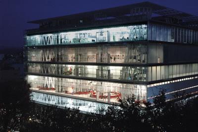 <p><strong>1.</strong> Sendai Mediatheque Genel Görünüm <br />Kaynak: Toyo Ito & Associates, Architects