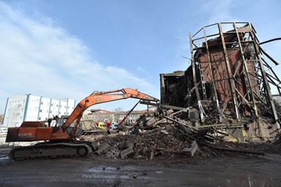 <p><strong>1. </strong>Ankara Havagazı  Fabrikasında önlemler alınmadan başlanan yıkım</p>