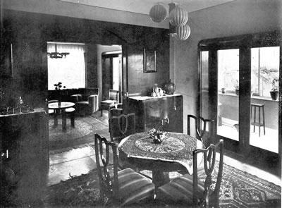 <p><strong>1. </strong>Zeki Sayar tarafından  tasarlanan modern evin iç mekân <em>Arkitekt</em> dergisinde yayınlanan fotoğrafı <br />Kaynak: Sayar, 1936,  &ldquo;Modada bir Villâ&rdquo;, <strong>Arkitekt</strong>, sayı:  3 (63), s.68.</p>