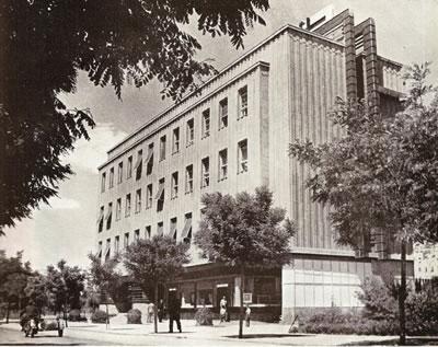 <p><strong>1.</strong> İller Bankası Atatürk Bulvarı cephesi,  eski hali<br />  (Kaynak: İller Bankası Arşivi)</p>