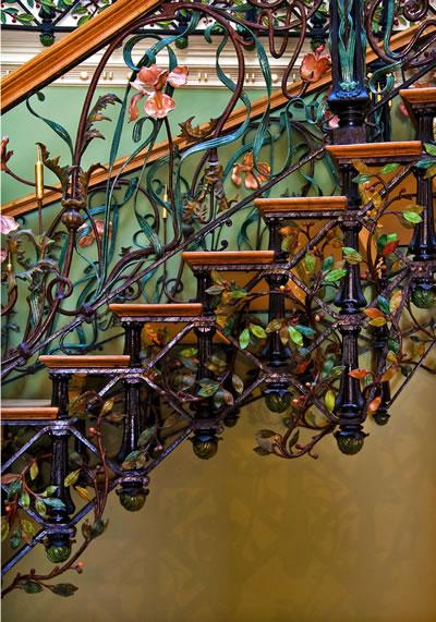<p><strong>12.</strong> Selamlık merdiveninde süsleme detayları</p>