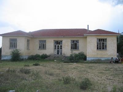 <p><strong>12.</strong> Kırklareli Koyunbaba  Köyü Okulu, 2005