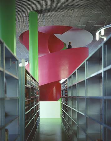 12. Kütüphane ve Medya Merkezi, Herzog & De Meuron, Almanya, 2006 (Fotoğraf: Margherita Spiluttini, URL8)