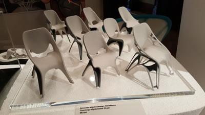 <p><strong>12. </strong>Yumuşak Ağ  Tasarım-topolojik optimize sandalye (Smooth Mesh Design Iterations-Topology Optimised  Chair<br />  Fotoğraf: M. Murat Gür,  2016.</p>
