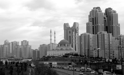 <p><strong>1. </strong>Mimar Sinan Camii, Ataşehir<br />  Fotoğraf: Sinan Logie</p>