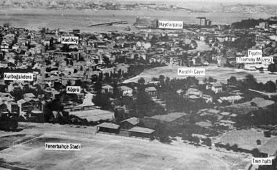 <p><strong>1.</strong> 1930lu yıllarda  Kuşdili Çayırının havadan görünüşü (Fotoğraf: Selahattin Giz).<br />  Kaynak:  Giz, 1982, ss.28-31.</p>