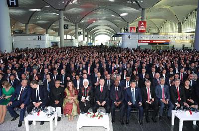 <p><strong>1.</strong> Bu  yıl 29 Ekim Cumhuriyet resepsiyonu, aynı gün açılışı yapılacak İstanbul daki  üçüncü havalimanında gerçekleştirildi.</p>
