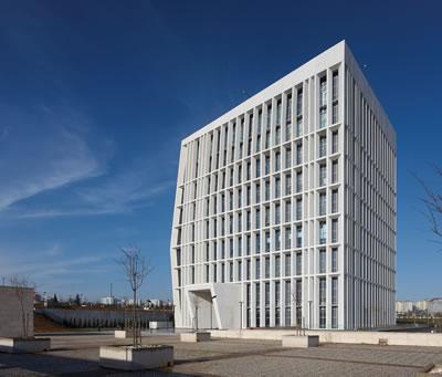 <p><strong>1.</strong> Yönetim ve Ar-Ge Yapısının mütevazı ve ikonik imgesi<br />   Fotoğraf: Cemal Emden</p>