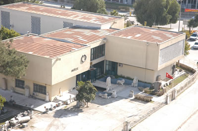 <p><strong>1.</strong> Yapı hala arkeoloji müzesi olarak  kullanılmakta iken<br /> Kaynak: Mimarlar Odası  Adana Şubesi</p>