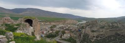 <p><strong>1.</strong> Yukarı  Şehirden Hasankeyfe bakış, 2007<br />   Kaynak: Pınar Aykaç</p>