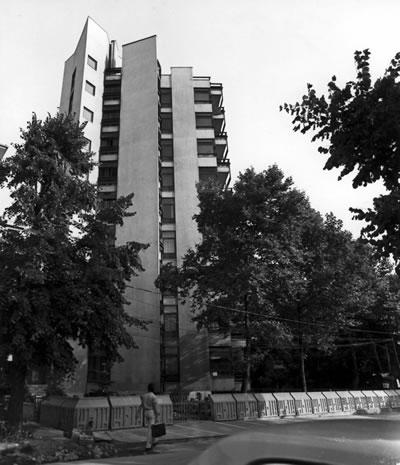 <p><strong>12b. </strong>Kaplancalı Apartmanı, Şaşkınbakkal-İstanbul, 1974.</p>