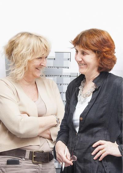 <p><strong>1.</strong> Yvonne Farrell  ve Shelley McNamara, 40 yıllık bir ortaklık<br />   Fotoğraf: Alice Clancy</p>