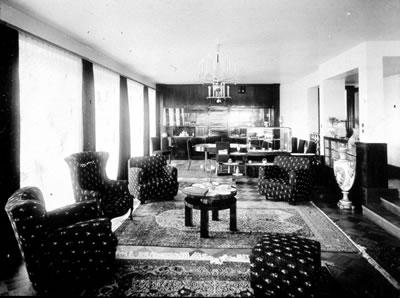 <p><strong>Resim  13. </strong>Salon mobilyaları<br />  Kaynak: Atalay-Franck, s.178</p>