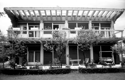 <p><strong>13.</strong> Ardaş Bezaz Evi, Kireçburnu-İstanbul, 1945.</p>
