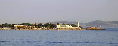 <p><strong>13. </strong>Fenerbahçe parkı denizden görünüm, 13 Haziran 2014.<br />Kaynak: www.panoramio.com/photo/108151230 [Erişim: 01.11.2017]