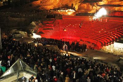 <p><strong>13.</strong> 2012 de ilk kez  Málaga Antik Tiyatrosu nda başlayan haç yolu törenleri, 2012.<br />   Kaynak:  El Mundo, Fotoğraf: A. Pastor</p>